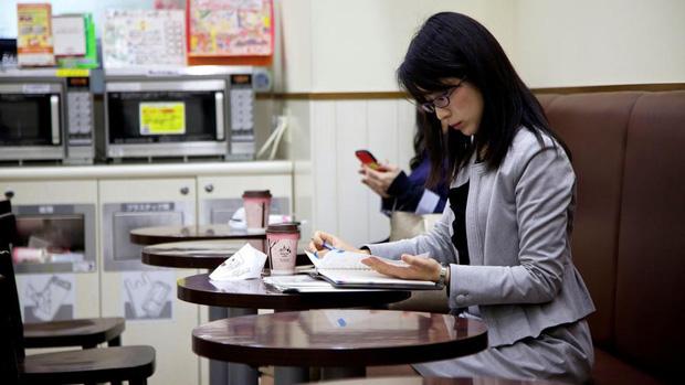 Mặt trái trong văn hóa kiên trì nổi tiếng của người Nhật: Từ một chữ Nhẫn, tích tụ mãi cũng đến lúc vỡ bờ - Ảnh 3.