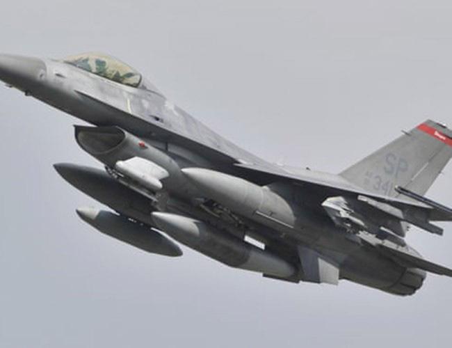 Nhật Bản cảnh báo về những trò hề thái quá của phi công Mỹ - Ảnh 4.