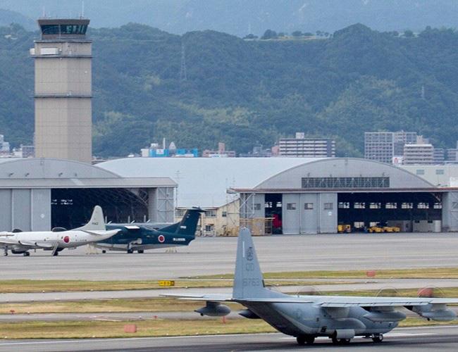 Nhật Bản cảnh báo về những trò hề thái quá của phi công Mỹ - Ảnh 6.