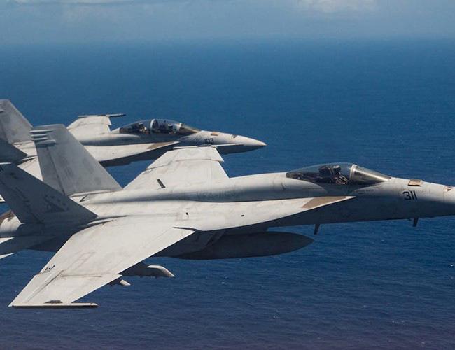 Nhật Bản cảnh báo về những trò hề thái quá của phi công Mỹ - Ảnh 8.