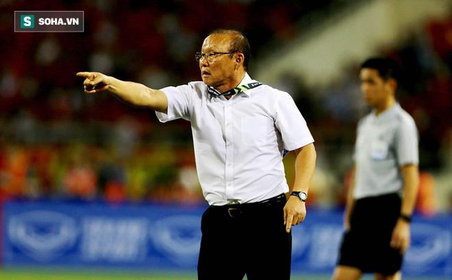 VFF tiết lộ tỷ phú Phạm Nhật Vượng là người thay bầu Đức trả lương cho HLV Park Hang-seo - Ảnh 1.