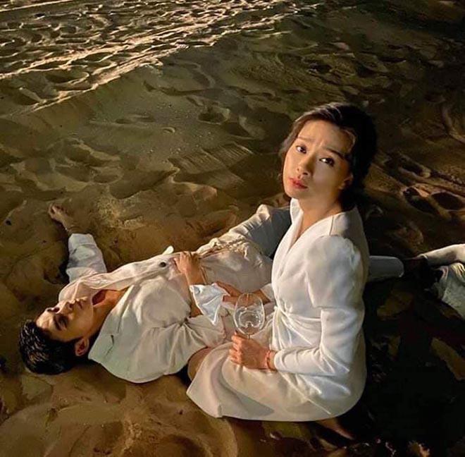 Ca sĩ không còn biết trời đất, nhân viên khách sạn phải bế về ở đám cưới Đông Nhi là ai? - ảnh 4
