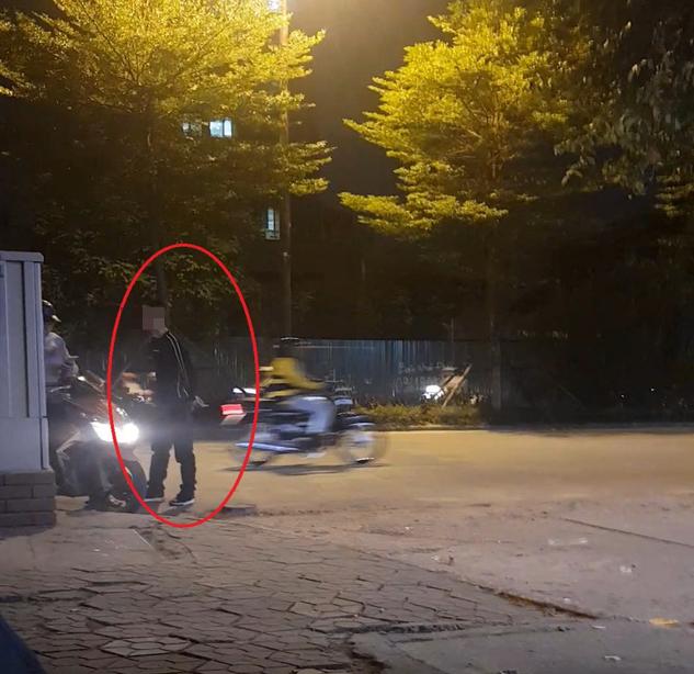 """Hà Nội: Tái diễn mời chào mại dâm rồi lừa đảo, cưỡng đoạt tài sản của khách trên phố """"sung sướng"""" - Ảnh 1."""