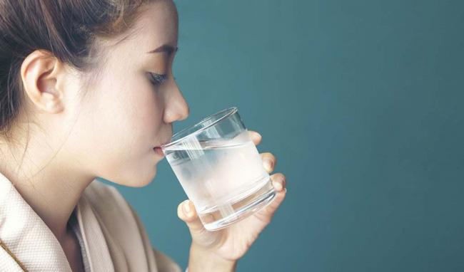 Có 4 dấu hiệu bất thường này sau khi uống nước thì chứng tỏ bạn đang bị bệnh - Ảnh 1.