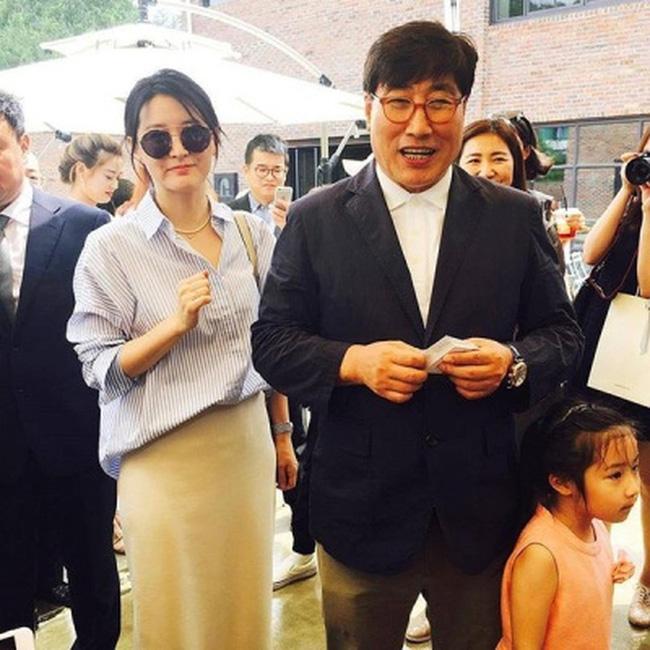 """Dae Jang Geum Lee Young Ae: Từ tượng đài nhan sắc Hàn Quốc tới tin đồn là mẹ chồng """"búp bê xứ Hàn"""" Han Chae Young - Ảnh 11."""