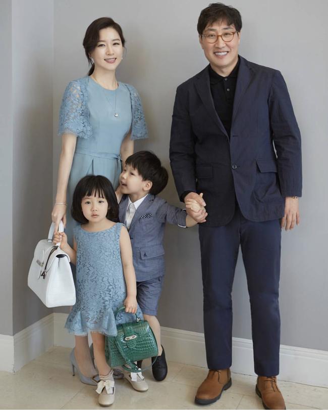 """Dae Jang Geum Lee Young Ae: Từ tượng đài nhan sắc Hàn Quốc tới tin đồn là mẹ chồng """"búp bê xứ Hàn"""" Han Chae Young - Ảnh 12."""