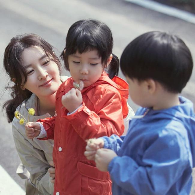 """Dae Jang Geum Lee Young Ae: Từ tượng đài nhan sắc Hàn Quốc tới tin đồn là mẹ chồng """"búp bê xứ Hàn"""" Han Chae Young - Ảnh 13."""