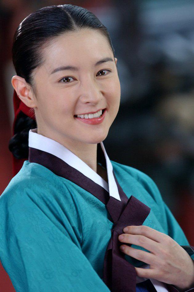 """Dae Jang Geum Lee Young Ae: Từ tượng đài nhan sắc Hàn Quốc tới tin đồn là mẹ chồng """"búp bê xứ Hàn"""" Han Chae Young - Ảnh 5."""