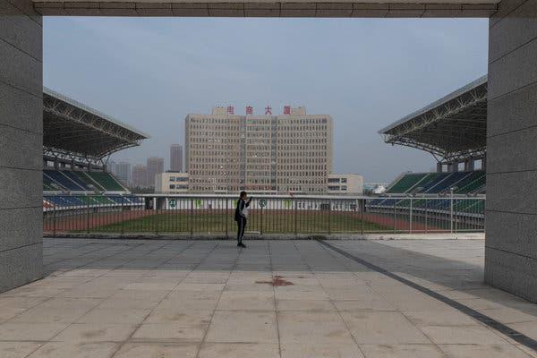 Bắc Kinh càng kiềm chế, địa phương càng lách luật nhiều: Trung Hoa mộng của ông Tập có nguy cơ đổ bể vì bị núi nợ đè - ảnh 6