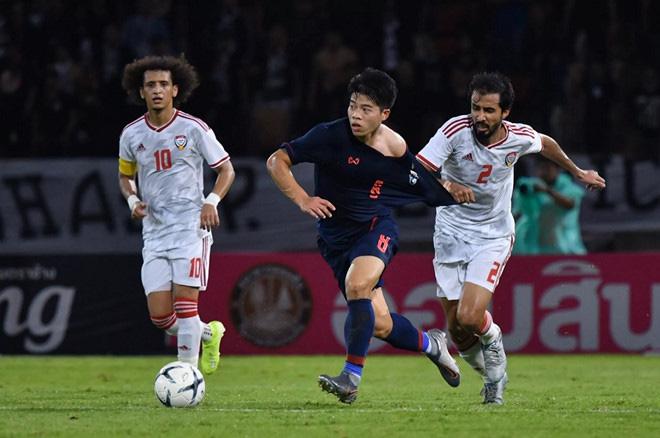 Học theo Iniesta, sao trẻ giúp Thái Lan nhấn chìm UAE được FIFA khen hết lời - Ảnh 1.