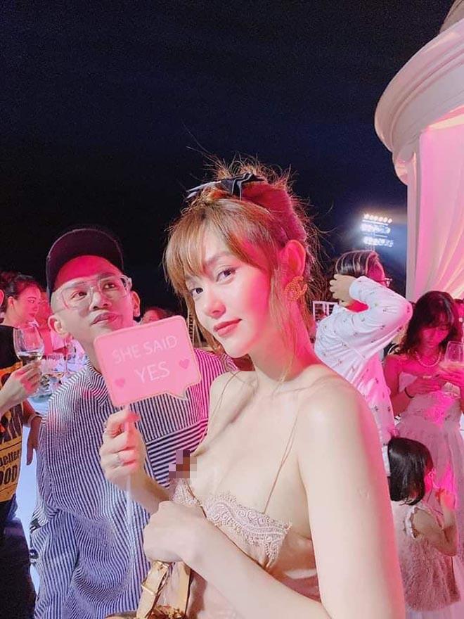 Đi ăn cưới Đông Nhi, Minh Hằng tranh thủ chụp loạt ảnh mặc bikini gợi cảm - Ảnh 5.