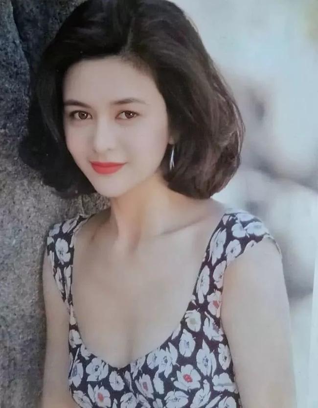 Nhìn lại nhan sắc tuổi 20 của một trong tứ đại mỹ nhân Hong Kong Quan Chi Lâm - Ảnh 2.