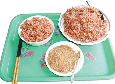 Người phụ nữ ở Hà Nội nhập viện cấp cứu vì ăn thực dưỡng gạo lứt muối vừng 41 ngày - Ảnh 1.