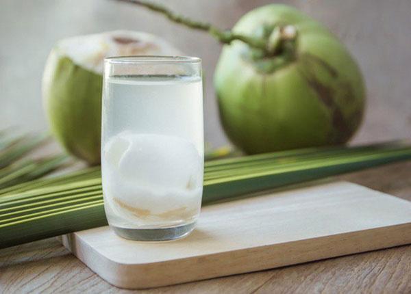 """Uống nước dừa rất tốt cho sức khỏe nhưng nếu thuộc 6 nhóm người sau thì bạn tốt nhất nên """"nhịn miệng"""" - Ảnh 1."""
