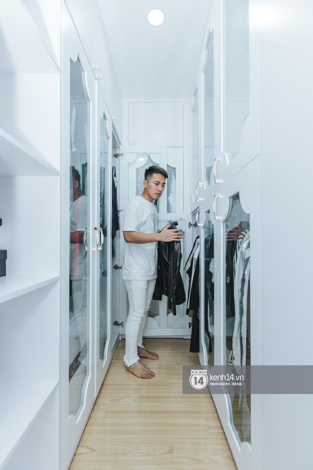 Ngắm trọn cơ ngơi 10 tỷ đồng được tích góp gần 1 thập kỷ của Châu Khải Phong: Hoành tráng, riêng tủ đồ cũng sang xịn mịn chẳng kém ai - Ảnh 8.