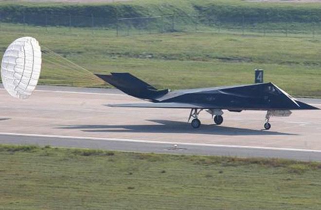 [ẢNH] Mỹ khôi phục tiêm kích tàng hình F-117 để trưng bày, hay âm thầm tái sử dụng? - Ảnh 9.