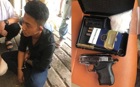 Kiểm tra khách sạn, công an phát hiện 2 thanh niên 9X ''thủ'' súng đạn, tàng trữ ma tuý ở Sài Gòn