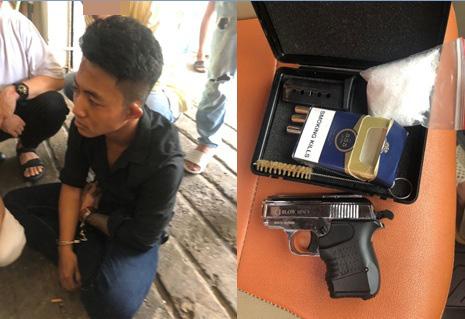 Kiểm tra khách sạn, công an phát hiện 2 thanh niên 9X thủ súng đạn, tàng trữ ma tuý ở Sài Gòn - Ảnh 1.
