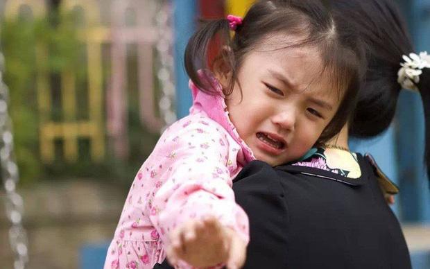 Con gái bị cô lập trong lớp mẫu giáo, mẹ đổ lỗi cho giáo viên nhưng kết cục lại khiến mẹ không nói nên lời - Ảnh 2.