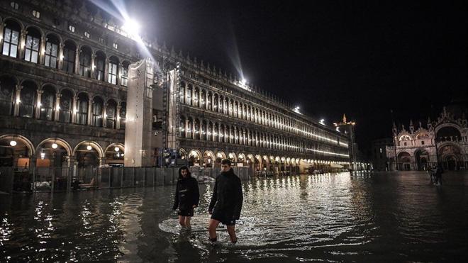 Venice thất thủ vì trận lụt tồi tệ nhất trong nửa thế kỷ - Ảnh 1.