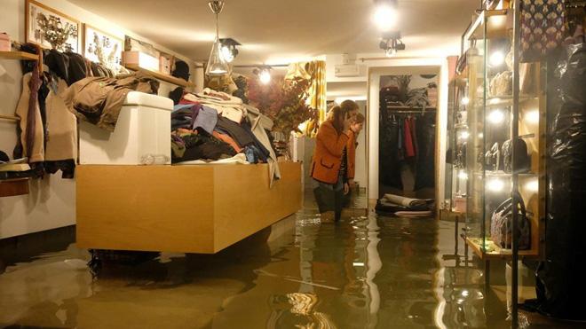 Venice thất thủ vì trận lụt tồi tệ nhất trong nửa thế kỷ - Ảnh 4.