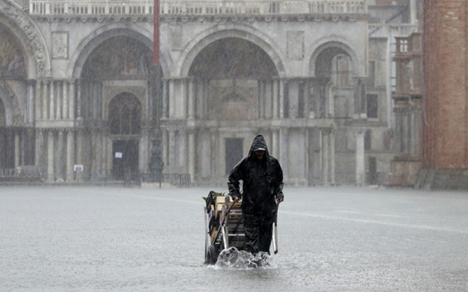 Venice thất thủ vì trận lụt tồi tệ nhất trong nửa thế kỷ - Ảnh 5.