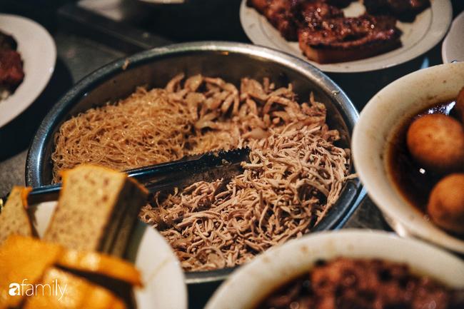 """Hàng """"cơm tấm... bãi rác"""", giá không hề rẻ nhưng sau bao năm vẫn luôn là bà hoàng cơm tấm đêm nức tiếng khắp Sài Gòn - Ảnh 8."""