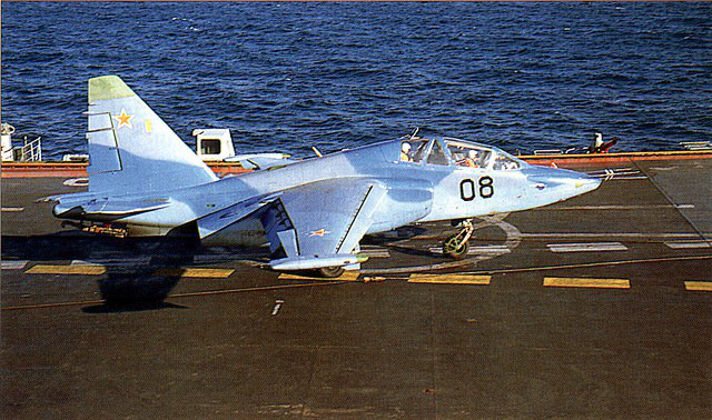 Phi công hải quân Nga buộc phải luyện tập trên... tàu sân bay hỏng? - ảnh 9