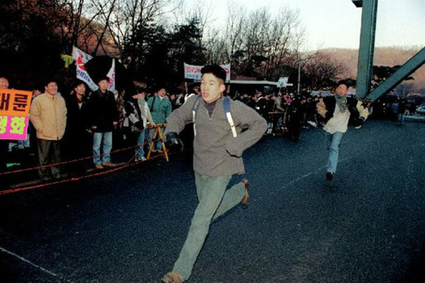 Chẳng phải bây giờ, sĩ tử Hàn Quốc của thập niên 90 đã phát sốt với kỳ thi Đại học như thế này đây - Ảnh 9.