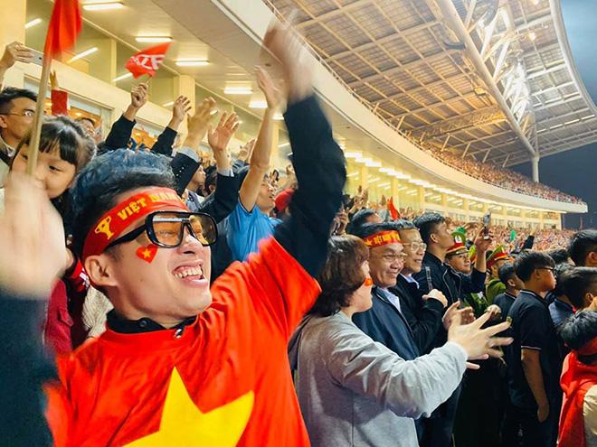 Hoài Linh chia sẻ hài hước, không giấu được niềm vui sau khi Việt Nam đại thắng UAE - ảnh 4
