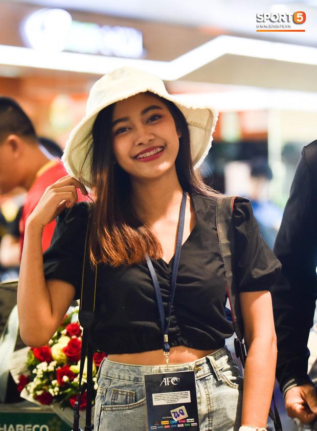 Nữ phóng viên Thái Lan nóng bỏng yêu mến Đặng Văn Lâm, nhưng tin đội nhà sẽ chiến thắng Việt Nam - Ảnh 2.