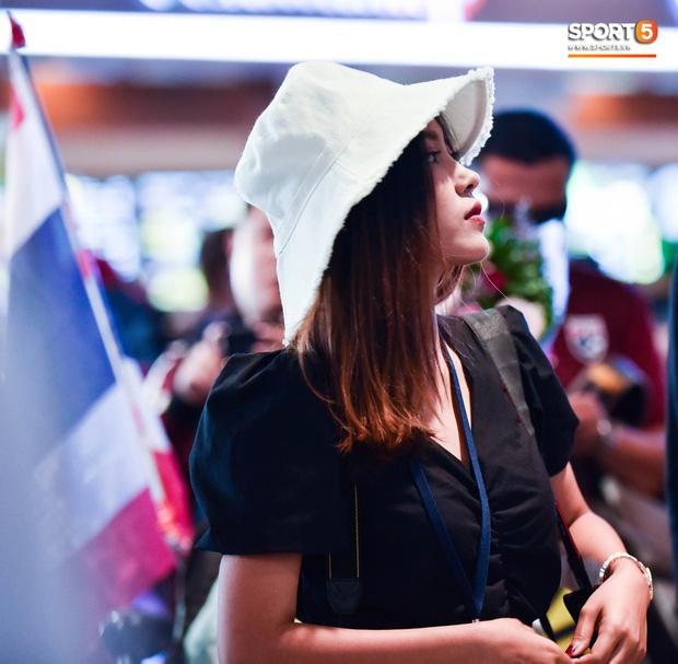 Nữ phóng viên Thái Lan nóng bỏng yêu mến Đặng Văn Lâm, nhưng tin đội nhà sẽ chiến thắng Việt Nam - Ảnh 3.