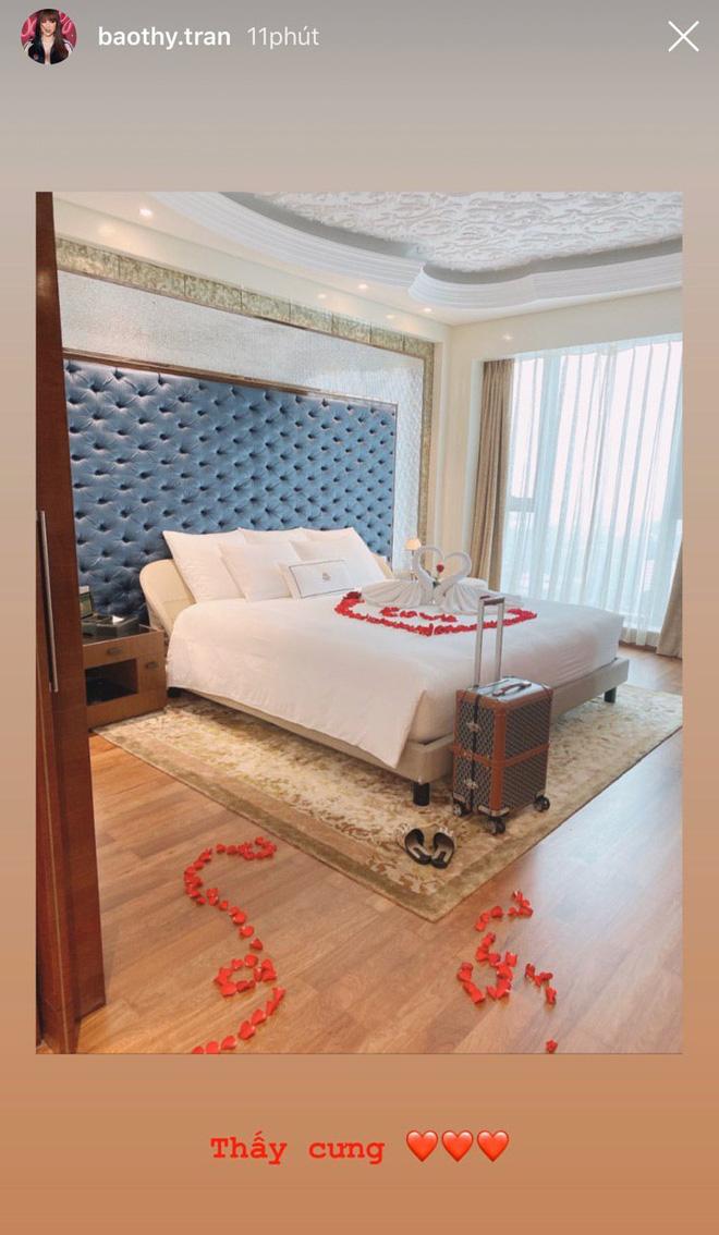 Bảo Thy tự tiết lộ căn phòng tân hôn trong khách sạn 6 sao đẳng cấp nhất TP.HCM - Ảnh 1.