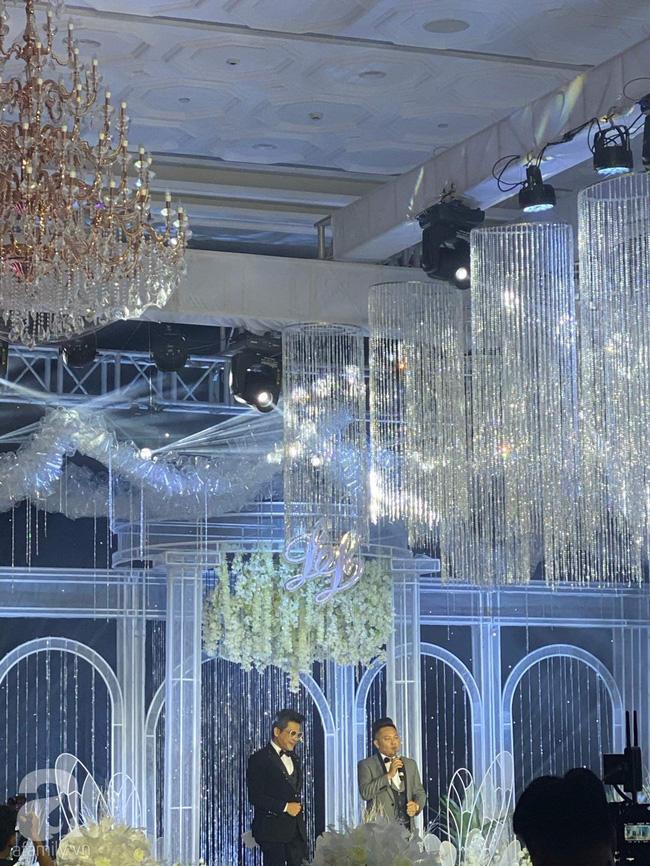 Cập nhật từ đám cưới Bảo Thy: Cô dâu chú rể cực đẹp đôi, dàn khách mời check-in trong không gian sang chảnh nhất TP.HCM - ảnh 12