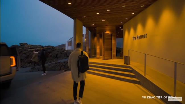 """Vũ Khắc Tiệp trả tiền 40 triệu/đêm vẫn bị nhân viên khách sạn Iceland """"phũ"""" đến mức phải đổi chỗ ở, đồng thời đáp trả cứng khi có người chửi khoe khoang - ảnh 3"""