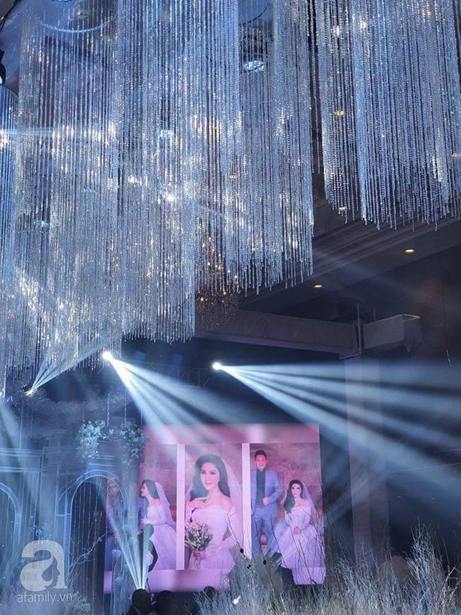 Cập nhật từ đám cưới Bảo Thy: Cô dâu chú rể cực đẹp đôi, dàn khách mời check-in trong không gian sang chảnh nhất TP.HCM - ảnh 9