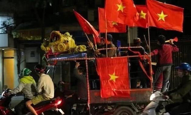 """Báo Trung Quốc sửng sốt với """"khung cảnh đặc biệt"""" ở Việt Nam sau trận thắng UAE - Ảnh 3."""