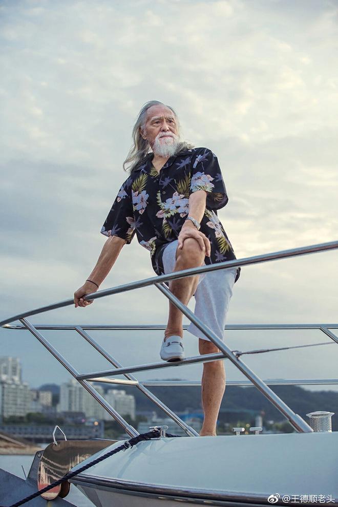Tài tử đẹp lão nhất Trung Quốc: 83 tuổi vẫn tập gym, làm người mẫu, đóng cảnh hành động - Ảnh 5.