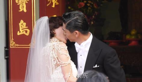 Lâm Chí Linh khóa môi ông xã kém tuổi trong ngày cưới, hạnh phúc khi chính thức bước vào cuộc sống hôn nhân - ảnh 1