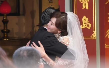 Lâm Chí Linh khóa môi ông xã kém tuổi trong ngày cưới, hạnh phúc khi chính thức bước vào cuộc sống hôn nhân - ảnh 3
