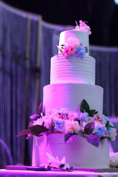 BTV Thời sự Thu Hà nồng nàn hôn chồng điển trai trong lễ cưới - ảnh 8