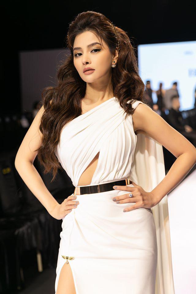 Bất ngờ với vòng eo của siêu mẫu Vũ Thu Phương ở tuổi 34: Nhỏ hơn cả Ngọc Trinh! - Ảnh 4.