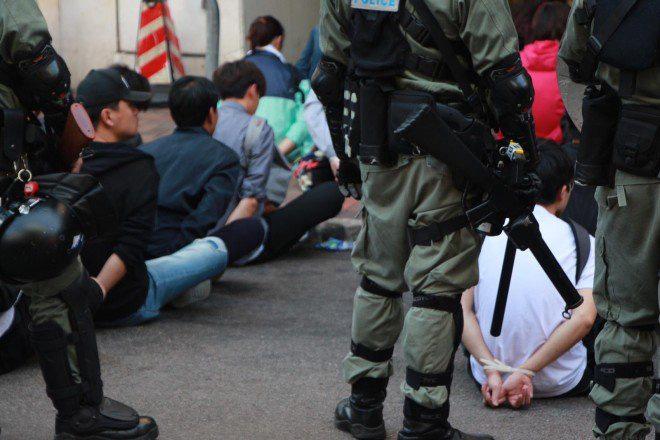 Hồng Kông: Đột phá cảnh sát bất thành, người biểu tình bị vây khốn trong trường học, hoảng loạn vì cạn lương thảo - ảnh 1
