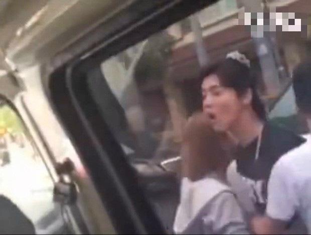 Phản ứng gây sốc của sao Hoa ngữ khi nổi trận lôi đình: Người lỡ miệng chửi tục, kẻ sẵn sàng đá, bóp cổ phóng viên - ảnh 7