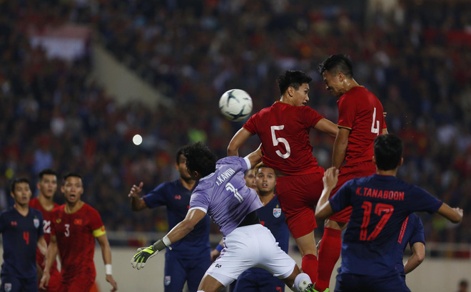 CĐV châu Á trầm trồ với trận đấu Việt Nam - Thái Lan, khen ngợi thủ thành Đặng Văn Lâm - Ảnh 1.