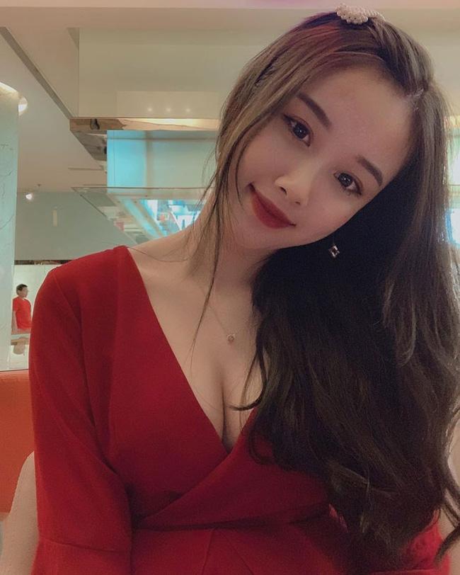 Bạn gái cầu thủ Văn Toàn ngày càng gợi cảm, liên tục tung ảnh bikini khoe 3 vòng bỏng mắt - Ảnh 4.