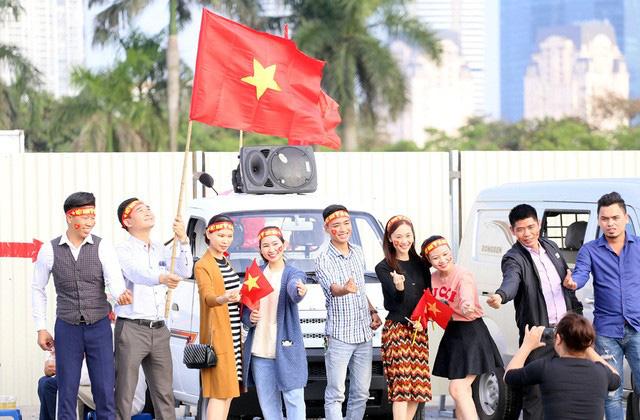 Quảng trường SVĐ Mỹ Đình đông kín CĐV dù hơn 4 tiếng nữa trận đấu Việt Nam - Thái Lan mới diễn ra  - Ảnh 7.