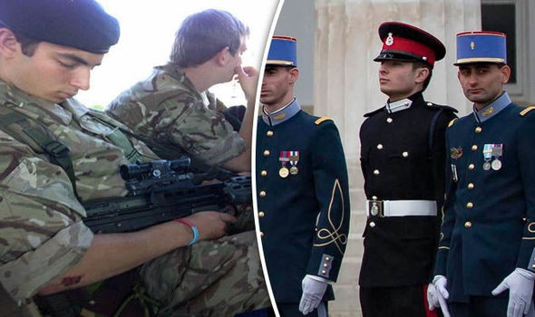 Thông tin đặc biệt về con trai Mr Bean: Là trung uý trong quân đội Anh, ngoại hình giống hệt bố - Ảnh 4.