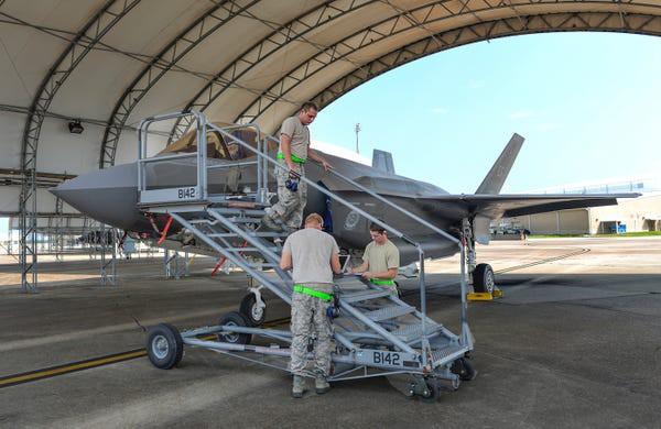 Tiêm kích F-35: Con quái vật tàng hình, đỉnh cao công nghệ Mỹ - Ảnh 1.