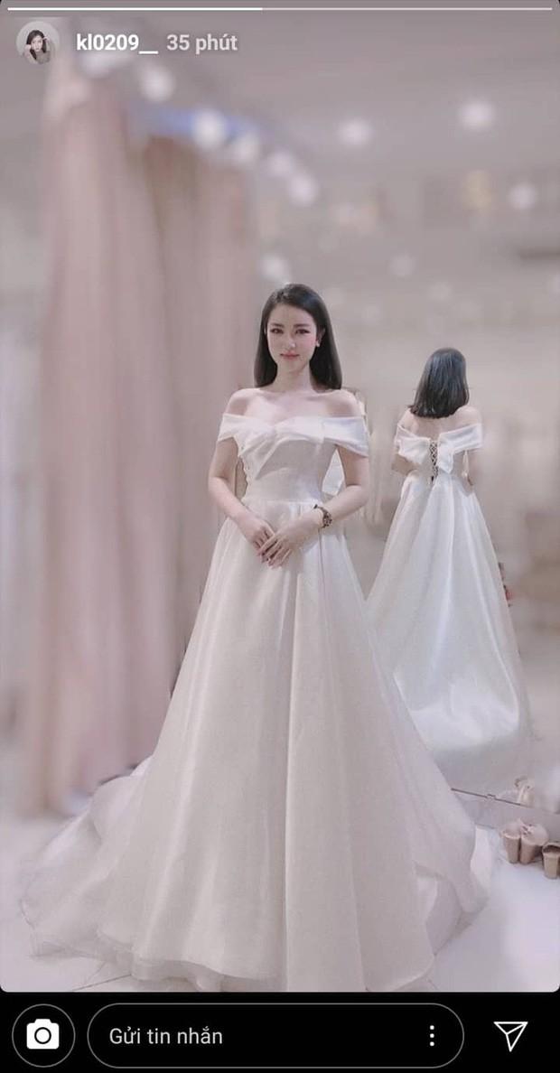 Hết úp mở facetime, bạn gái tin đồn của Dũng gôn nối gót người yêu Văn Đức khoe ảnh váy cưới cực xinh - Ảnh 1.